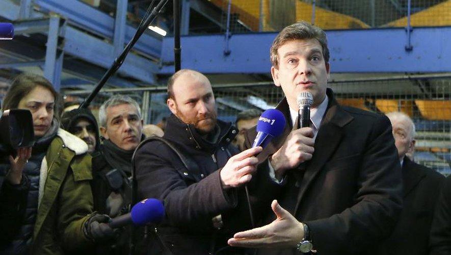 Le ministre du Redressement productif Arnaud Montebourg avec des salariés de Mory Ducros le 29 janvier 2014 à Limeil-Brévannes