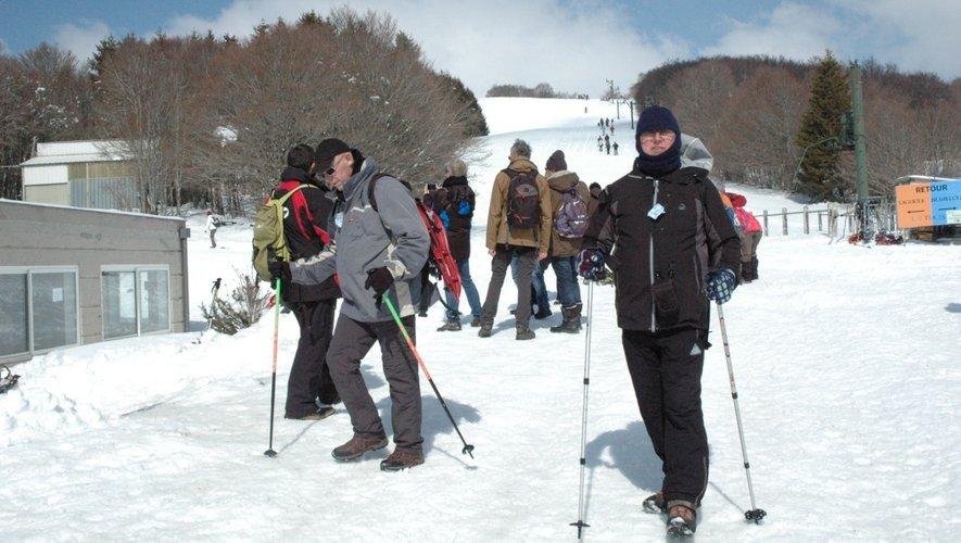 Chaussés de raquettes ou de skis de fond, les randonneurs ont profité d'un paysage magnifique, enneigé et sous le soleil.