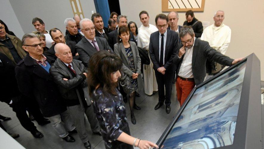 La borne de la visite virtuelle de l'abbatiale se veut un trait d'union entre Rodez et Conques pour favoriser le tourisme sur ce territoire.
