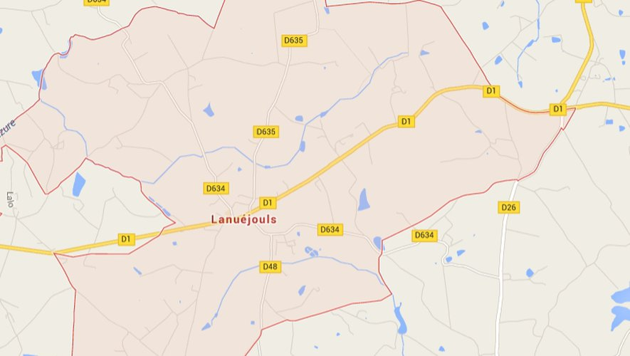 C'est dans la traversée de Lanuéjouls que le conducteur a perdu le contrôle de sa voiture.