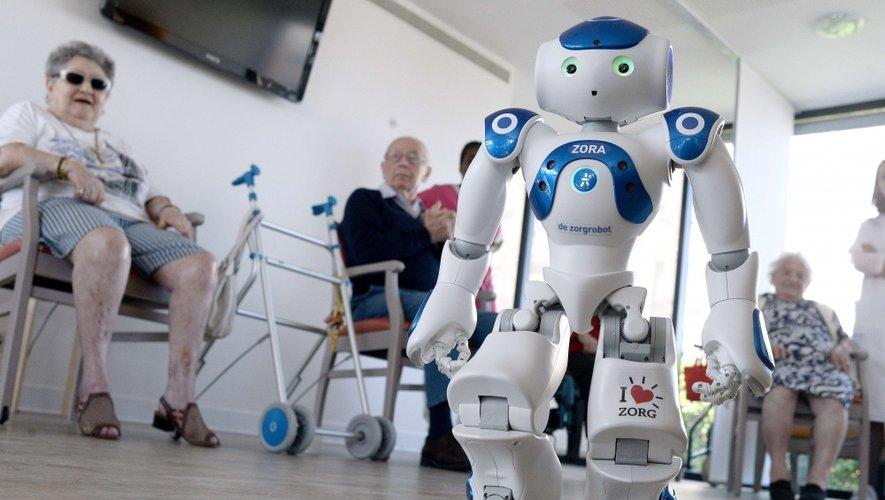 Le robot Zora, coach pour seniors à la maison de retraite