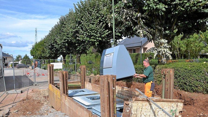 Ici à Sébazac en septembre dernier, lors de l'installation des containers enterrés. Une pratique qui devrait se généraliser sur l'agglomération.