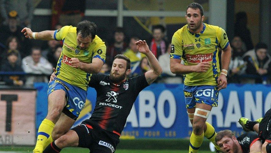 Le demi de mêlée de Clermont Morgan Parra et David Mélé lors du match à Clermont-Ferrand, le 20 mars 2016