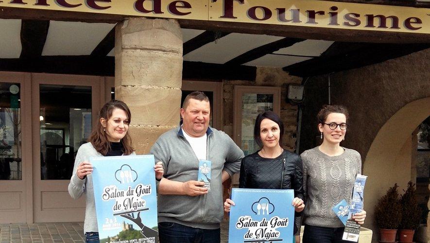 L'équipe de l'office de tourisme, notamment le président Rémy Simon et la nouvelle directrice Magali Gibelin (au centre), pense déjà au 20e rendez-vous avec le possible retour du salon au cœur du village.