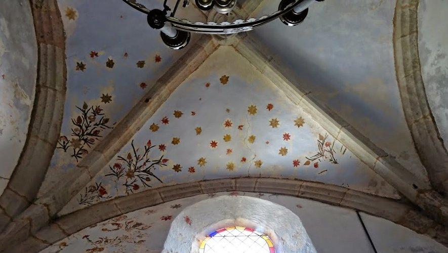 Les décors, couvrant la totalité de la nef ainsi que deux chapelles, ont été mis au jour il y a une vingtaine d'années par le père Cazottes.