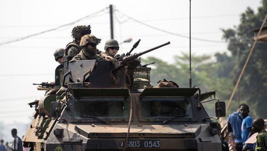 Un char français de l'opération Sangaris à Bangui, le 18 février 2014