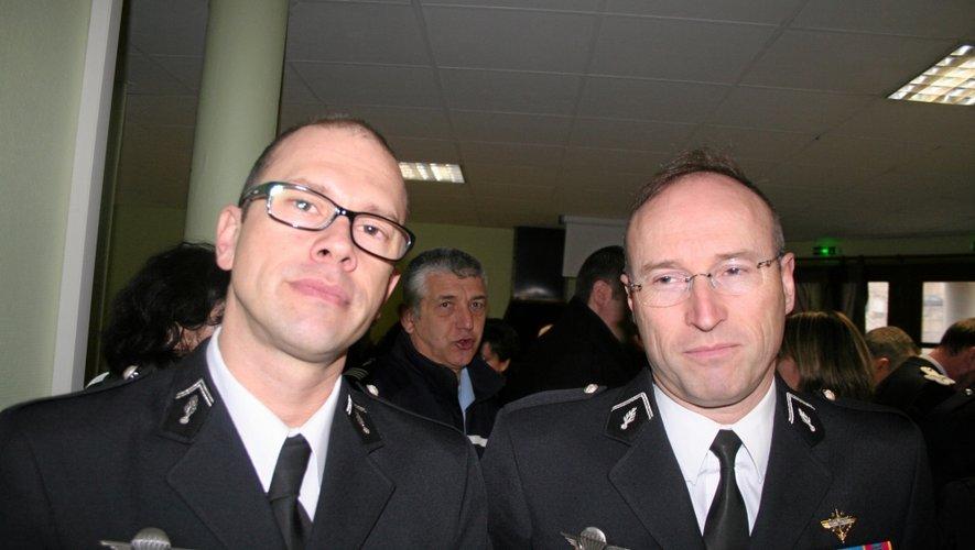 Le capitaine Christophe Villar (à gauche), commandant de l'EDSR et le colonel Le Meur, commandant du groupement de gendarmerie.
