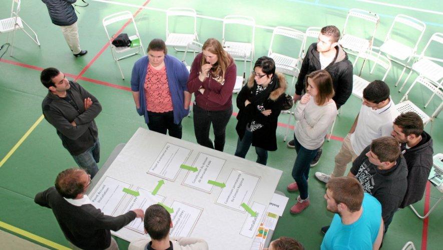 Stands et tables rondes très fréquentés pour un forum qui a su rassurer les jeunes sur l'avenir en agriculture.