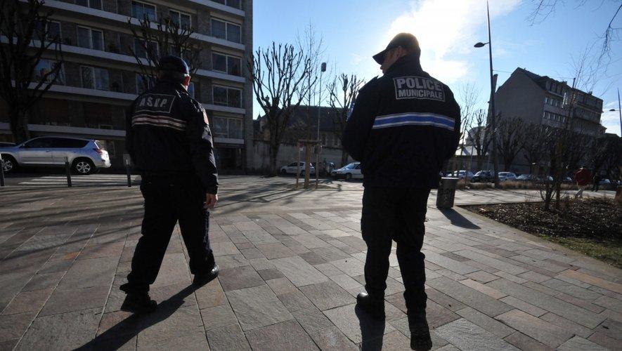 Rodez : il frappe sa compagne, saccage son logement, blesse des policiers