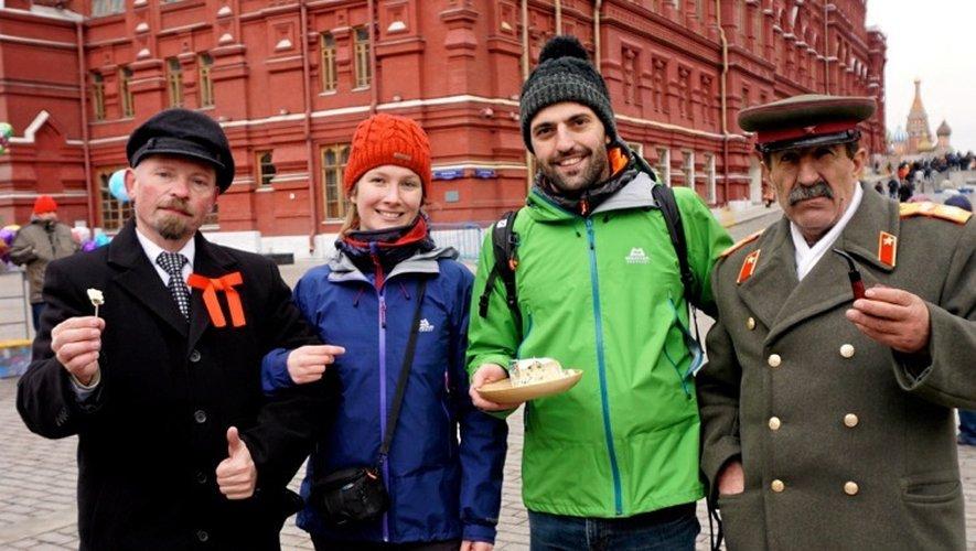 Dégustation de roquefort, sur la place Rouge, à Moscou.