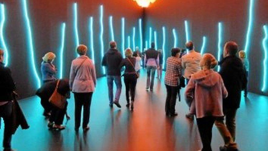 """L'exposition permanente de Claude Lévêque, """"Le Bleu de l'Oeil, au musée Soulages."""