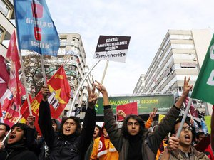 Turquie: mis à mal par une écoute téléphonique, Erdogan dénonce un complot