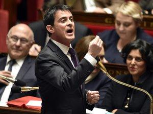 """Révision constitutionnelle: Valls dénonce la """"droite sénatoriale"""" et une """"partie de la gauche"""""""