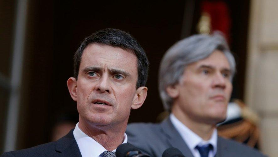 """Déchéance: Valls et Le Foll renvoient la """"droite sénatoriale"""" à Abdeslam"""