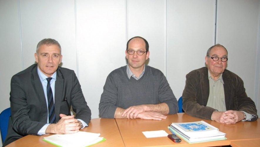 Eric Suzane, Antoine Stouff et Claude Catalan respectivement sous-préfet, président de la SAS Prometer et président de la communauté de communes du Plateau de Montbazens.