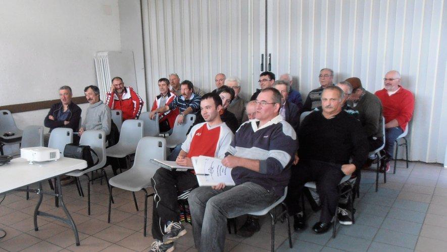 Une vingtaine d'arbitres officiels se sont retrouvés à la salle d'animation de Perse.