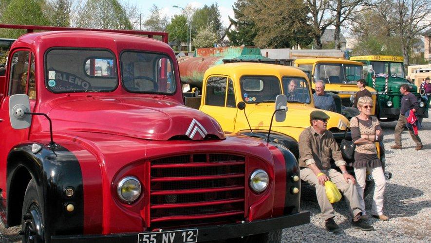 Une flotte de vieux camions sur les routes du Nord-Aveyron