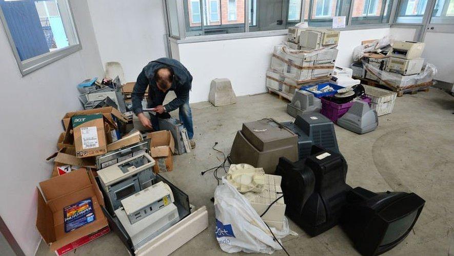 Italie: des ouvriers s'installent dans leur usine en faillite