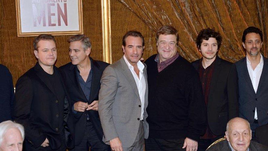 """L'équipe du film """"Monuments Men"""" pose lors de la présentation du film à Paris, le 2 février 2014"""