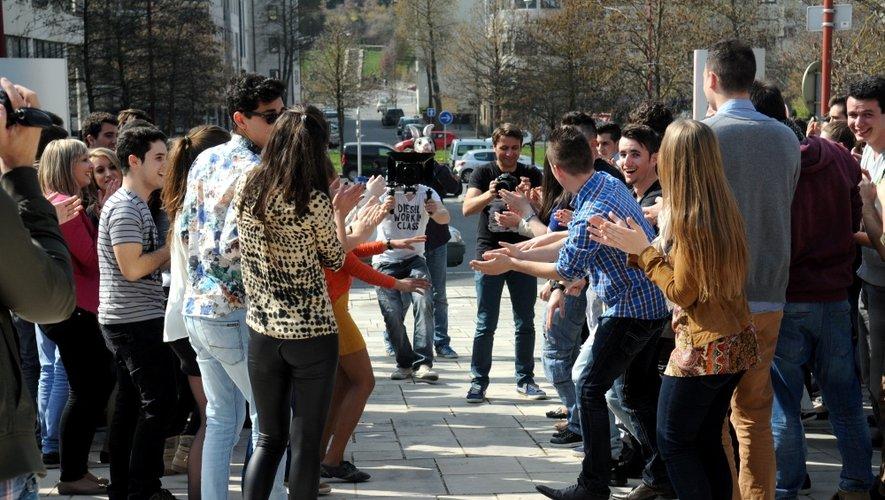 """""""Happy from Rodez"""" : le flash mob qui fait bouger les Ruthénois"""
