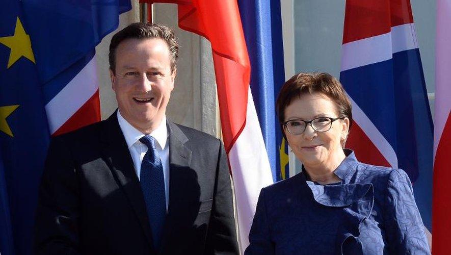 Le Premier ministre polonais Ewa Kopacz (d) et son homologue britannique David Cameron à l'arrivée de ce dernier au palais Lazienki à Varsovie le 29 mai 2015