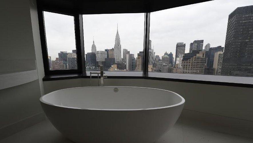 Vue depuis la tour de luxe 50 UN Plaza, le 3 avril 2015 à New York