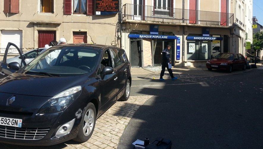 Les gendarmes mènent leurs investigations.