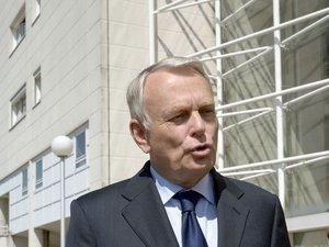 Mort de Clément Méric: Ayrault lance une procédure de dissolution des JNR