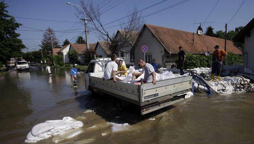 Le Danube en crue le 9 juin 2013 à  Dunabogdany  en Hongrie