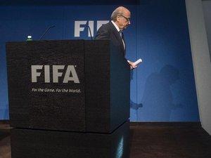 Fifa: Blatter lâché par tous et ciblé par la justice