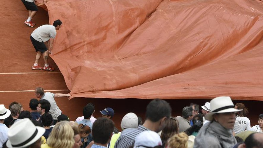 Roland-Garros: la demie Djokovic-Murray, interrompue, reprendra samedi
