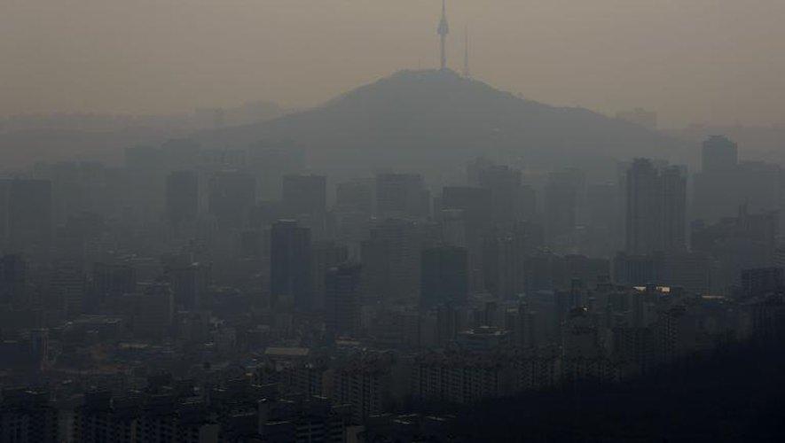 Vue de Séoul sous un nuage de pollution, le 23 mars 2014