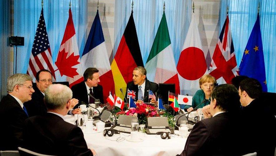 De gauche à droite: le Premier ministre canadien Stephen Harper, le président français François Hollande, le Premier ministre britannique David Cameron, le président américain Barack Obama et la Chancelière allemande Angela Merkel au