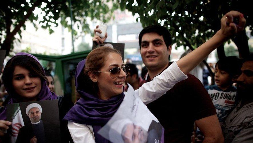 Des Iraniens célèbrent la victoire de Rohani à l'élection présidentielle, le 15 juin 2013 à Téhéran
