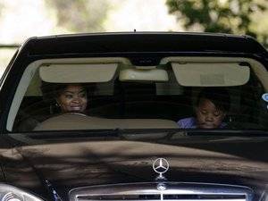"Nelson Mandela, toujours hospitalisé, ""va très bien"" selon sa fille Zenani"