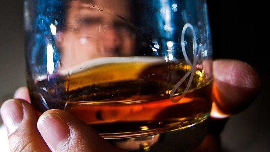 La commercialisation des premières bouteilles de whisky devrait se faire d'ici trois ans mais il s'agit d'un single malt destiné à vieillir de nombreuses années.
