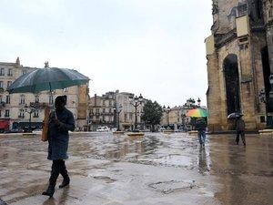 Pyrénées: crues, fonte des neiges et pluies entraînent des évacuations