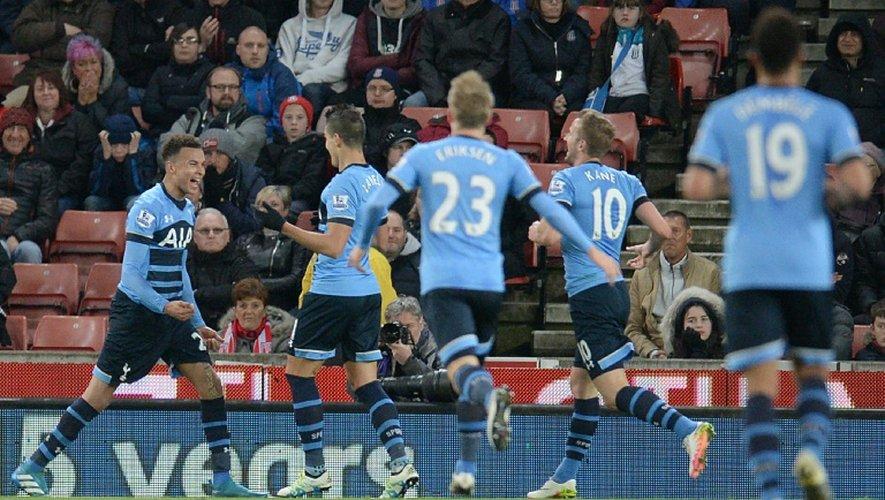 La joie des joueurs de Tottenham fêtent un des deux buts de Dele Alli (g) face à Stoke, le 18 avril 2016 au Britannia Stadium