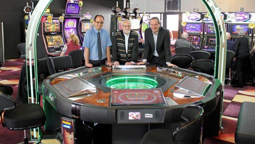 Antoine Arévian (à droite), le maire Michel Raffi (au centre) et le directeur du casino Olivier Da Costa, sont satisfaits  de cette première année d'activité.