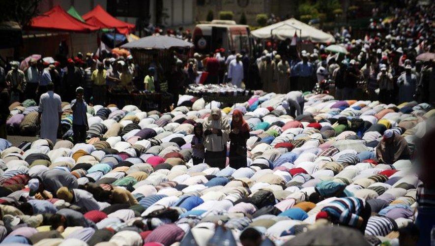 Des islamistes égyptiens participent à une manifestation de soutien au président Mohamed Morsi, le 21 juin 2013 au Caire