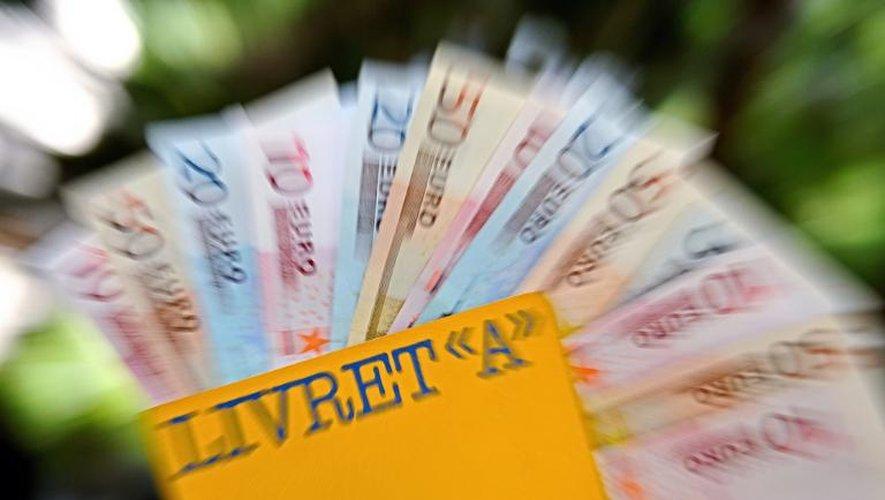 Des billets d'euros et un Livret A