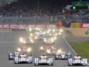 24 Heures du Mans: départ sous une fine pluie pour la 81e édition
