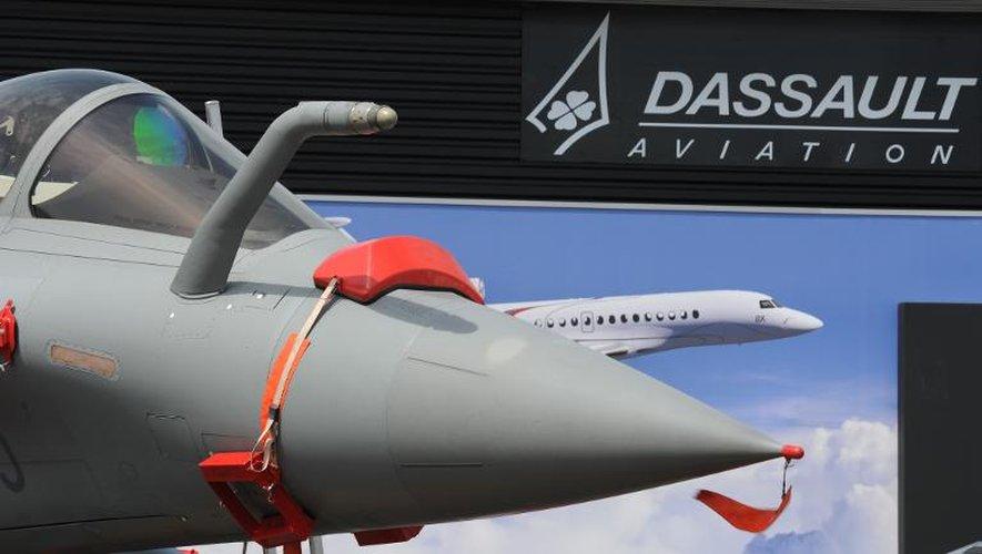 Un rafale de chez Dassault exposé trois jours avant l'ouverture du Salon aéronautique du Bourget, le 12 juin 2015