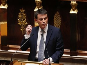 """Manuel Valls promet """"vérité"""" et """"efficacité"""" à une France qui doute"""