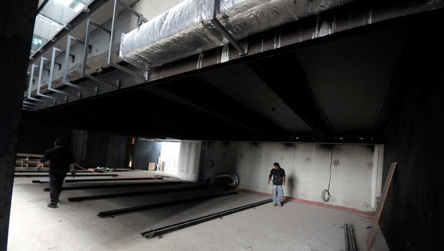 Le chantier du musée Soulages attire déjà les visiteurs...