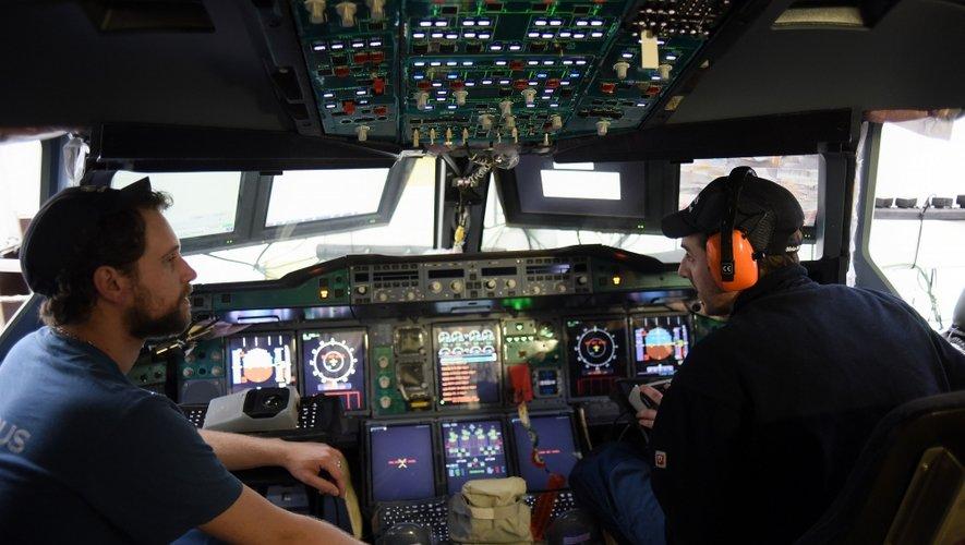 Après neuf jours d'assemblage, l'avion est soumis à une batterie d'essais qui durera trois semaines.