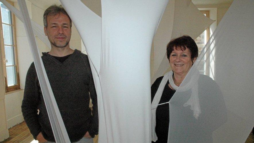 Sergio Piterbarg et Lyne Bouijou dans la grange du couVent d'Auzits.