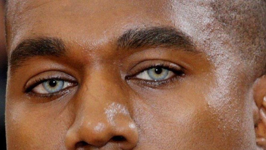 Mode : Kanye West les yeux bleu jean délavé…