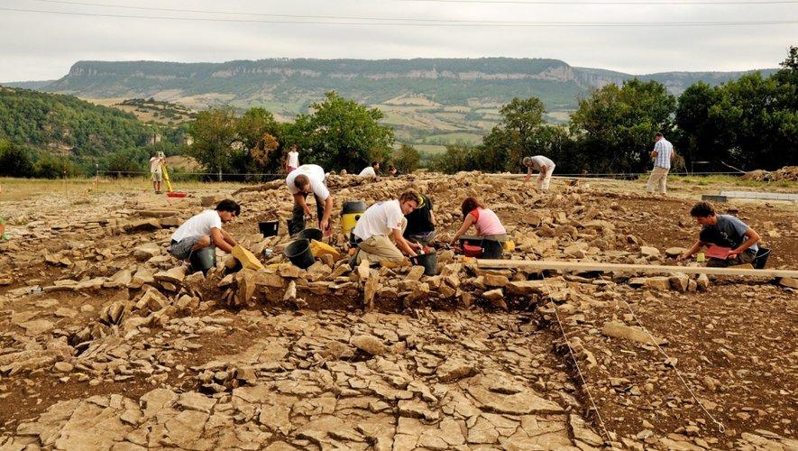 Fouilles au plateau des Touries à Saint-Paul-des-Fonts livre les vestiges uniques d'un sanctuaire héroïque de l'âge du fer unique. Un exemple du remarquable travail de l'archéologie aveyronnaise.