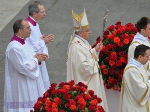 Le pape François ouvre la canonisation de Jean Paul II et Jean XXIII